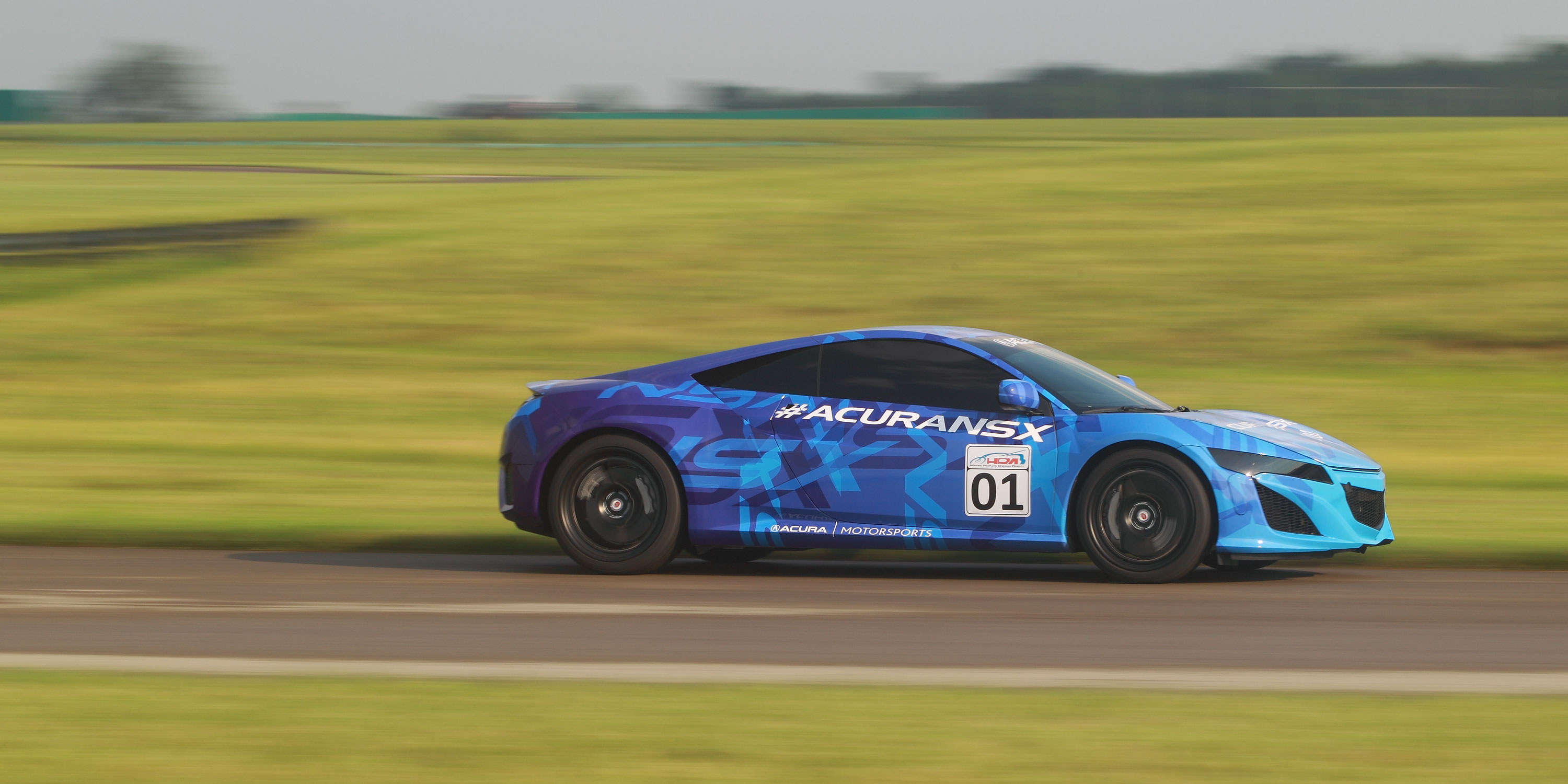 2014-nsx-exterior-prototype-in-mid-ohio-indycar-blue-graphics-straight-at-speed-3_hires