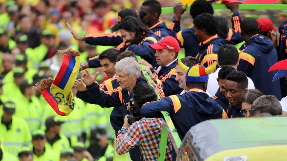 SMADE SPORTS - 2014 FIFA WORLD CUP - COLOMBIA NATION TEAM CELEBRATES ACCOMPLISHMENTS - WWW.SMADEMEDIA (2)