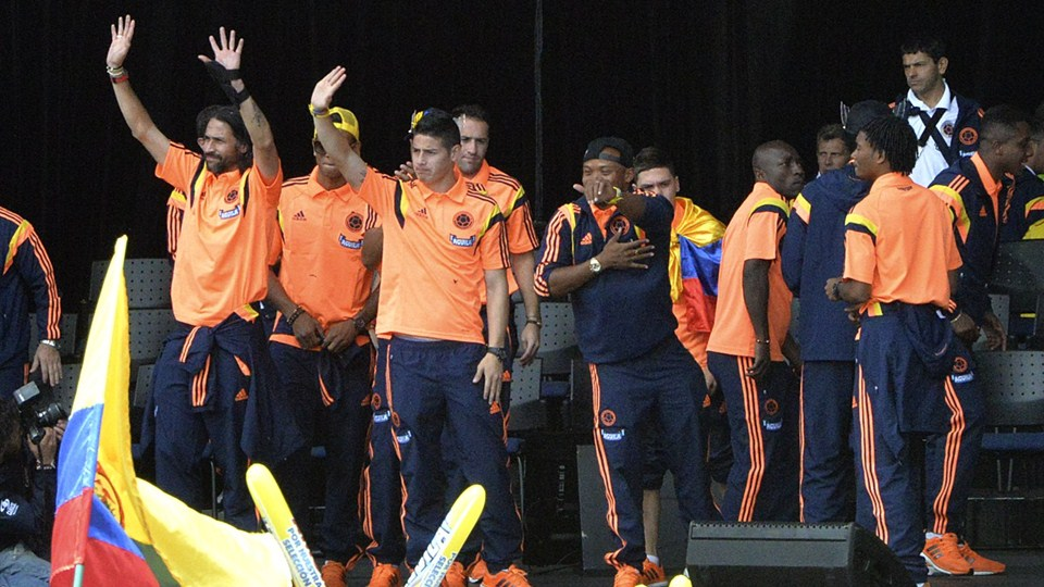 SMADE SPORTS - 2014 FIFA WORLD CUP - COLOMBIA NATION TEAM CELEBRATES ACCOMPLISHMENTS - WWW.SMADEMEDIA (4)