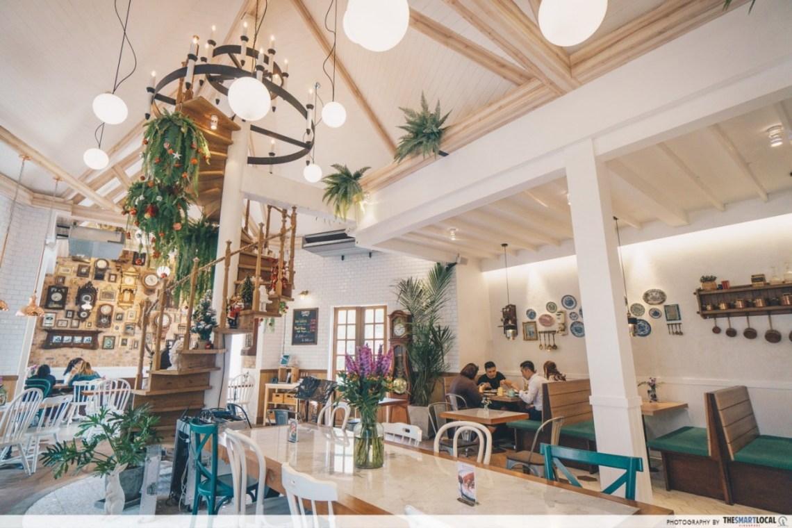 Daddy's antique cafe - interior