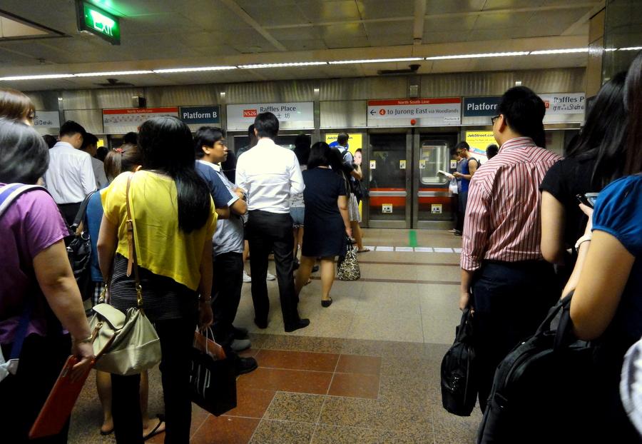 Bildergebnis für queuing up singapore
