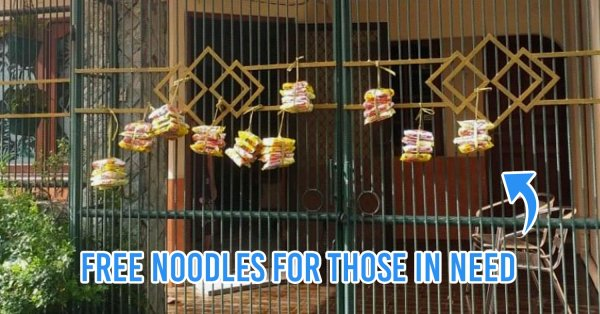 84-Year-Old Indonesian Woman Hangs Instant Noodles On Her Gate For Anyone In Need During COVID-19 Pandemic