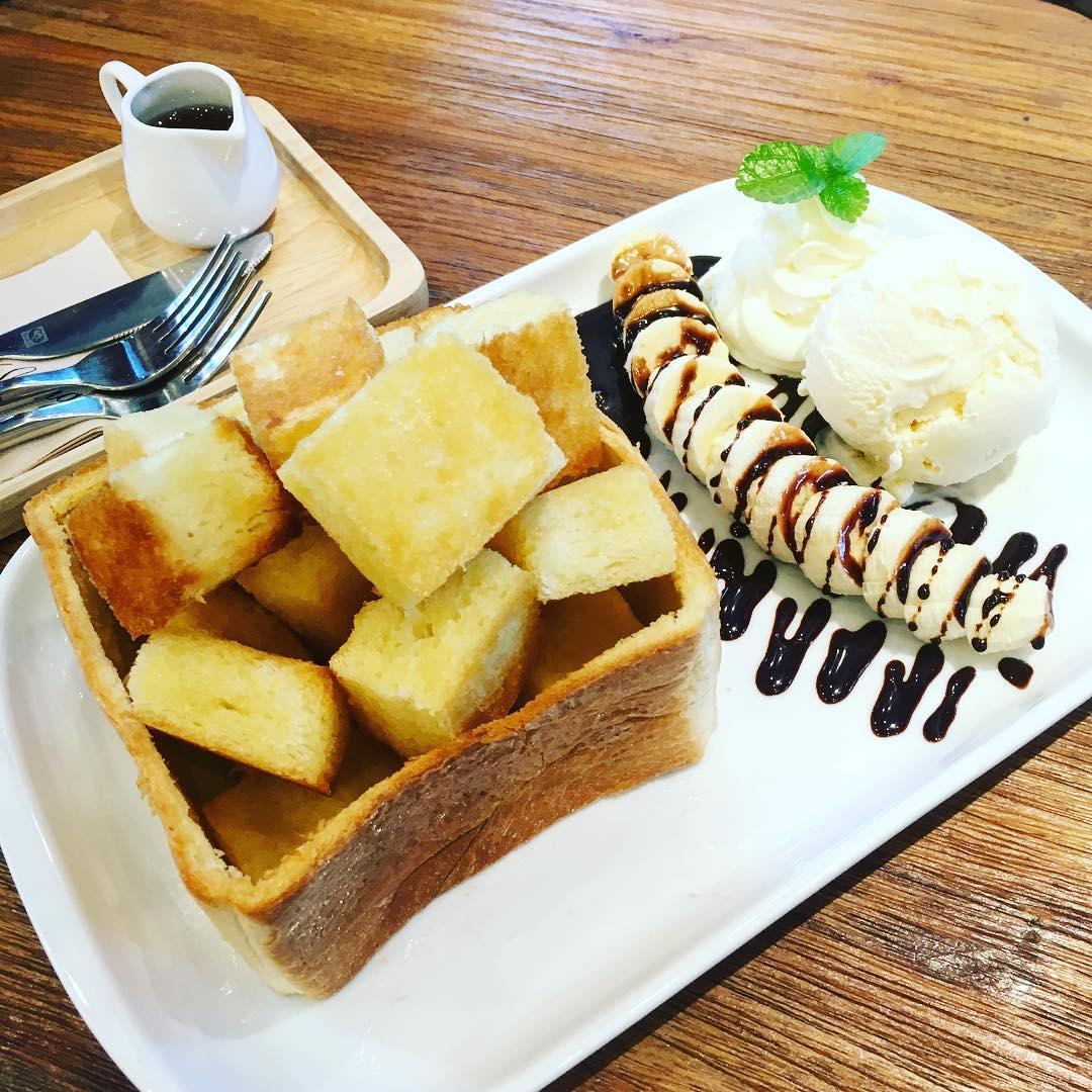 Garden Theme Cafe Bangkok Thailand coffee tea dessert