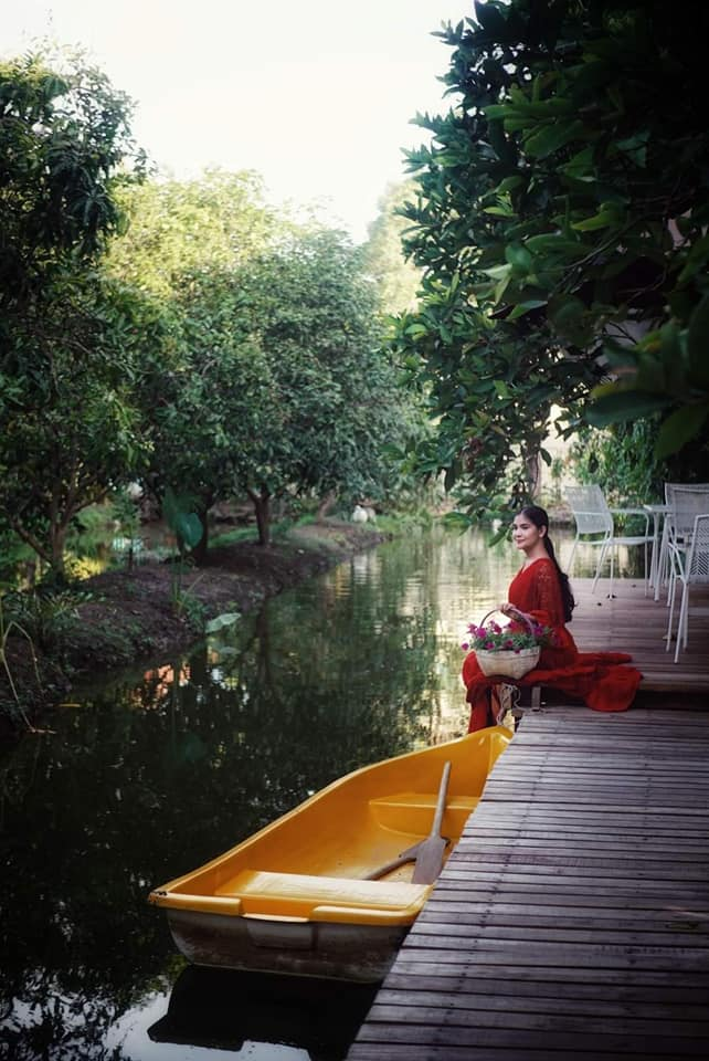 3LittlePigsFarm red dress rowboat