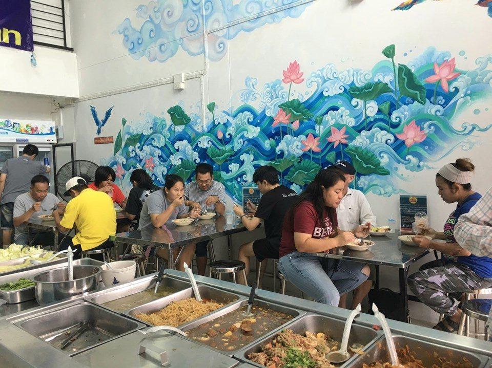 Thai rice & curry buffet at 10 THB