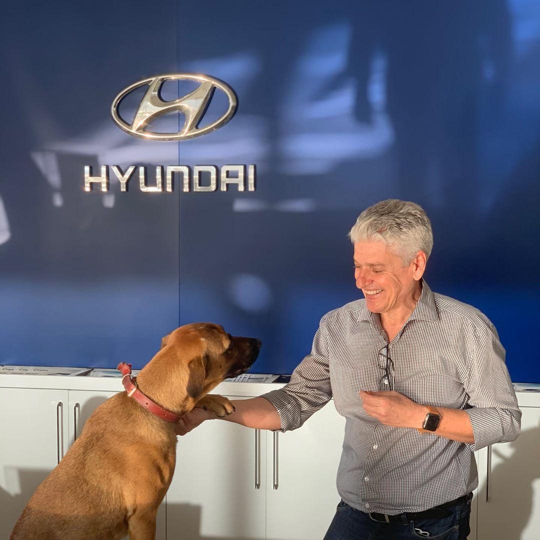 Tucson receptionist dog for Hyundai