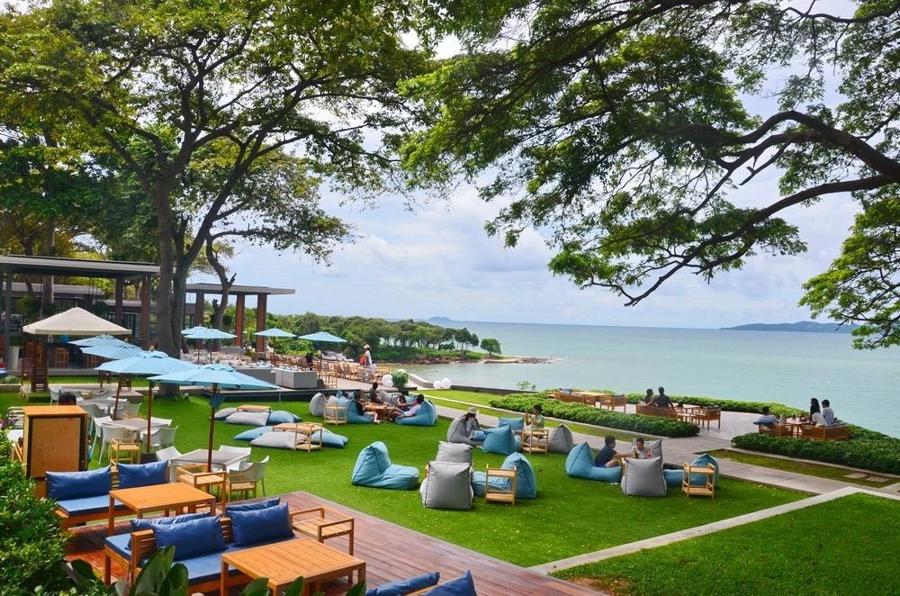 Seaview cafes near Bangkok