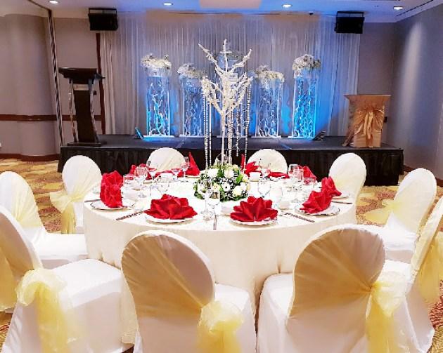 holiday inn atrium wedding theme