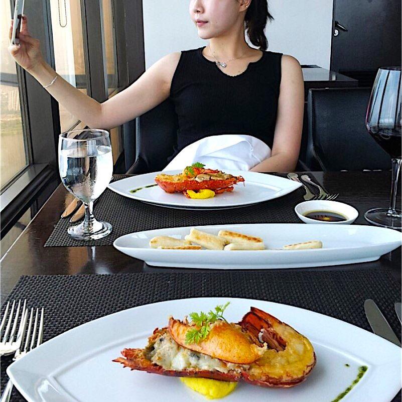 Seoul Restaurants view Korea - walking on cloud grilled lobster cream