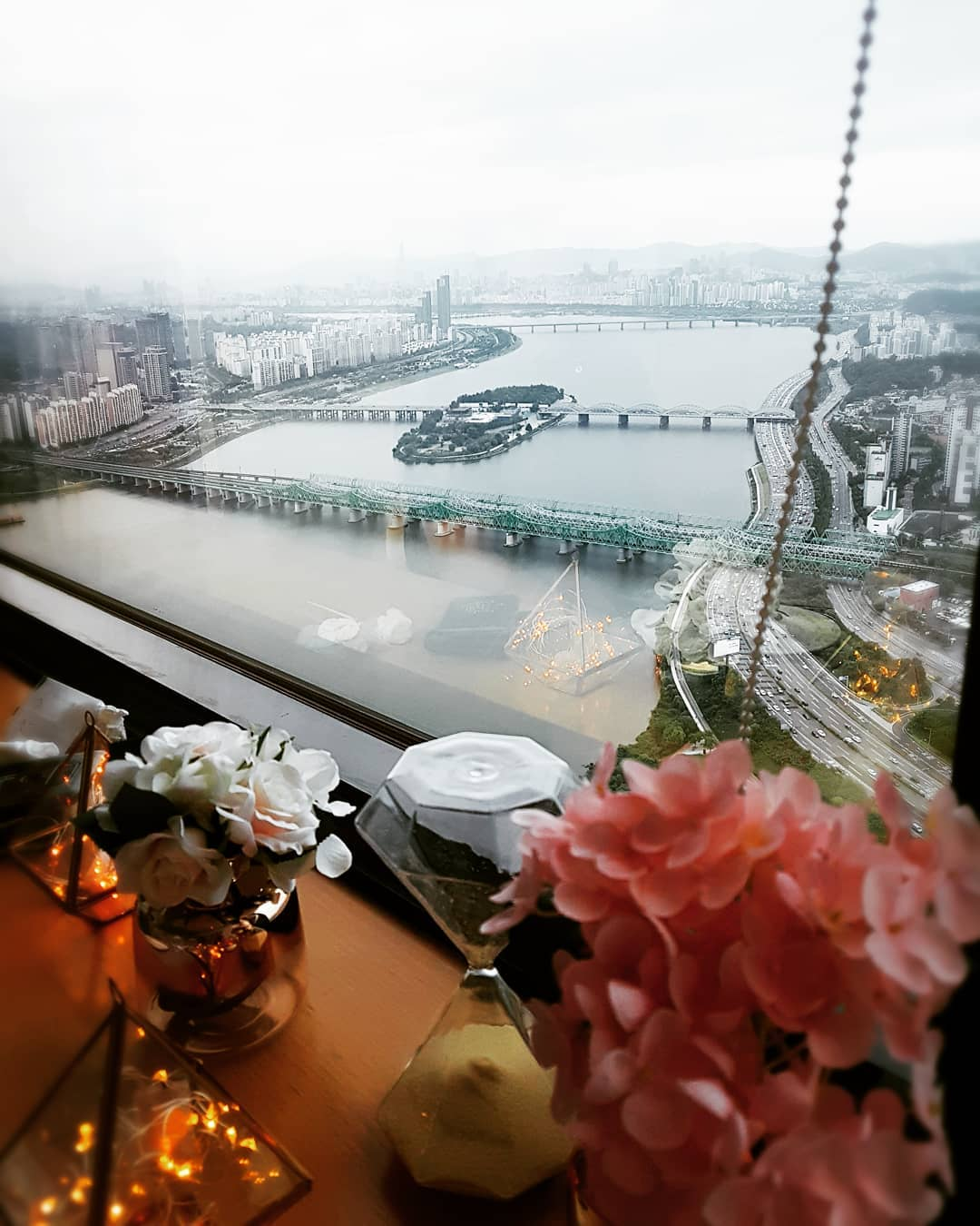 Seoul Restaurants view Korea - walking on the cloud view table