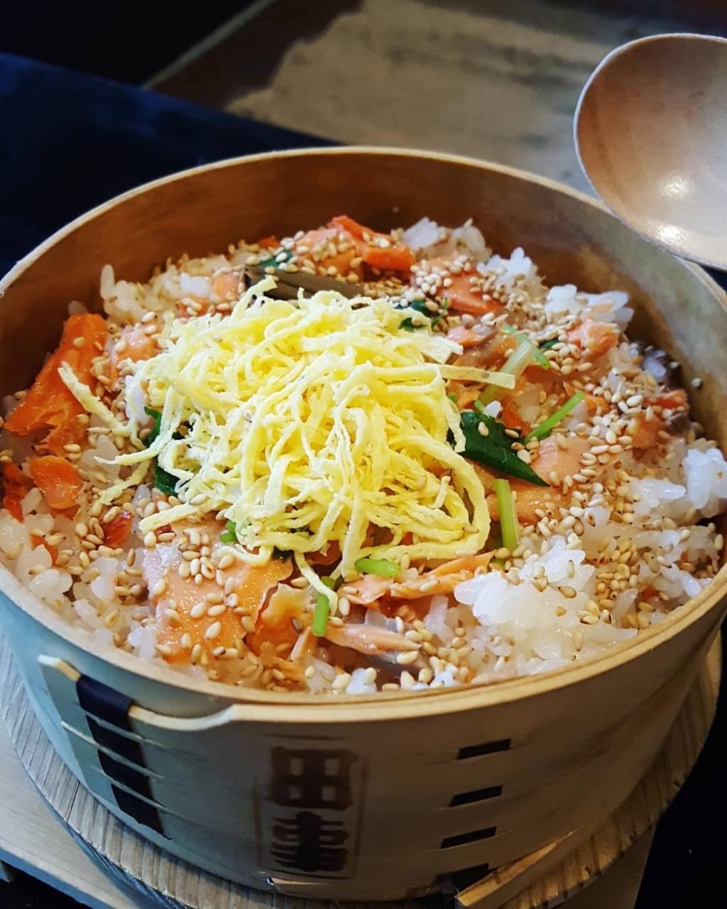 Must-Try dishes in Niigata - Wappa Meshi (Steam rice infused with seafood and vegetables)