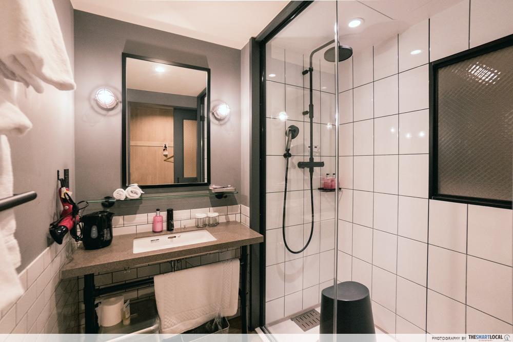 moxy osaka hotel room toilet