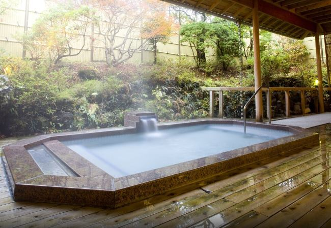 10 Hotels In Japan With Views Of Mount Fuji That Look Straight Out Of A Postcard onsen