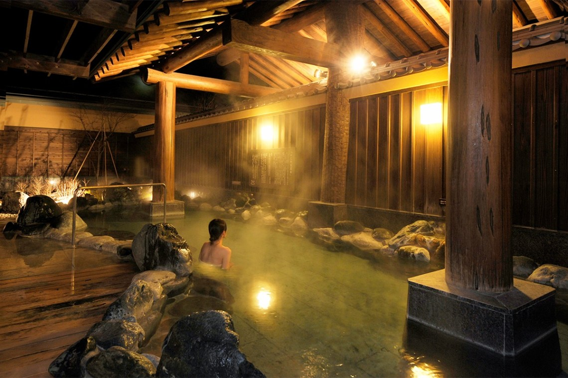10 Hotels In Japan With Views Of Mount Fuji That Look Straight Out Of A Postcard highland onsen