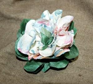 Flores de tela estilo romántico