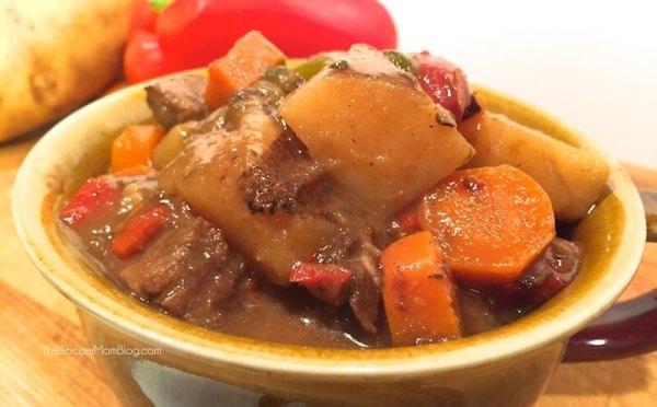 http://thesoccermomblog.com/wp-content/uploads/2015/08/classic-carne-guisada-recipe-feature.jpg