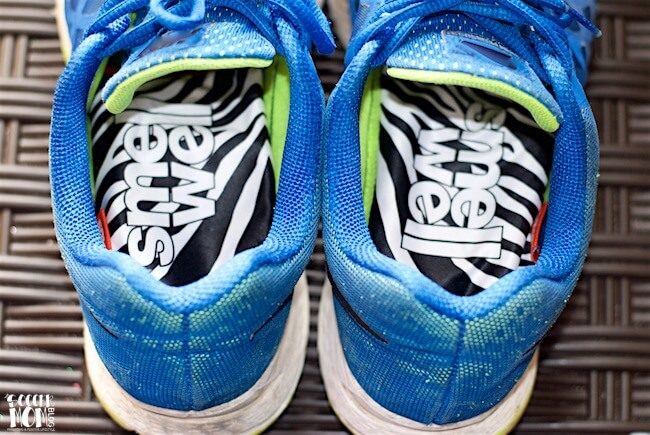 How to get rid of shoe odor the EASY way - WITHOUT messy powders or chemical sprays! Two steps to get rid of bacteria and freshen those stinky shoes.