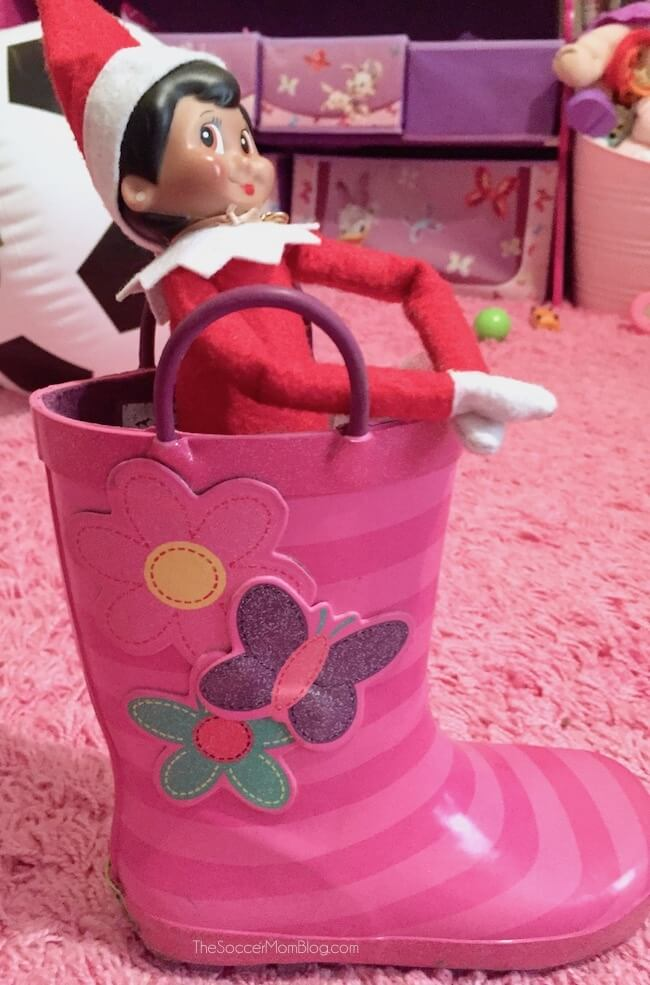 Elf on the Shelf ideas from The Soccer Mom Blog