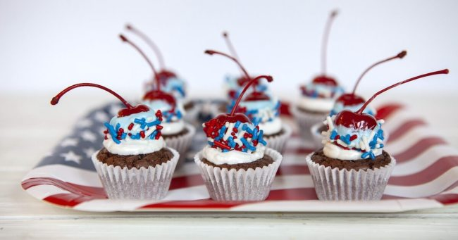 Add a *POP* to your 4th of July or Memorial Day party with these colorful Red White and Blue Cherry Bomb Mini Cupcakes! Click for step by step photo instructions.