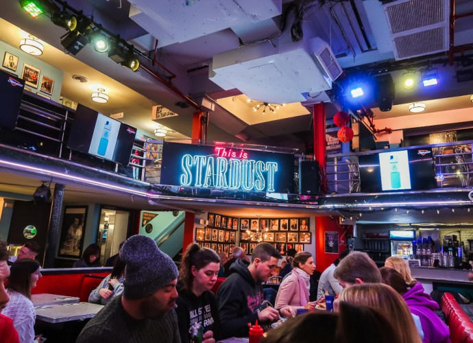 Where's good to eat in New York | Thinks you must do in NYC | Ellen's Stardust Diner on Broadway | Travel Guide | The Social Media Virgin