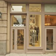Bonobos Guideshops Caters To Customer Service Experience