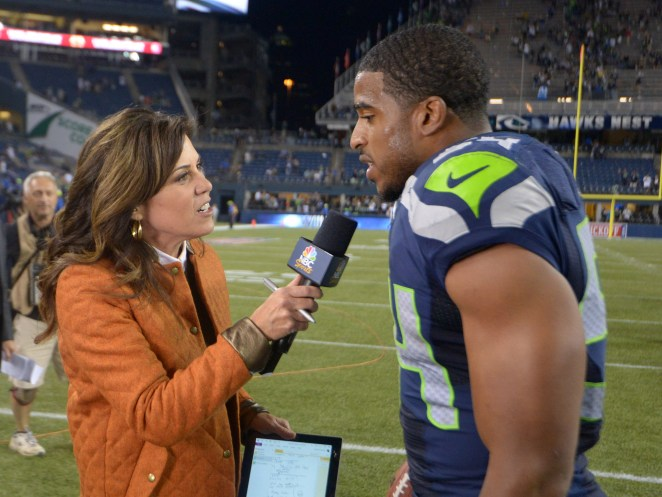 What happens when a female sports reporter is sexually harassed?
