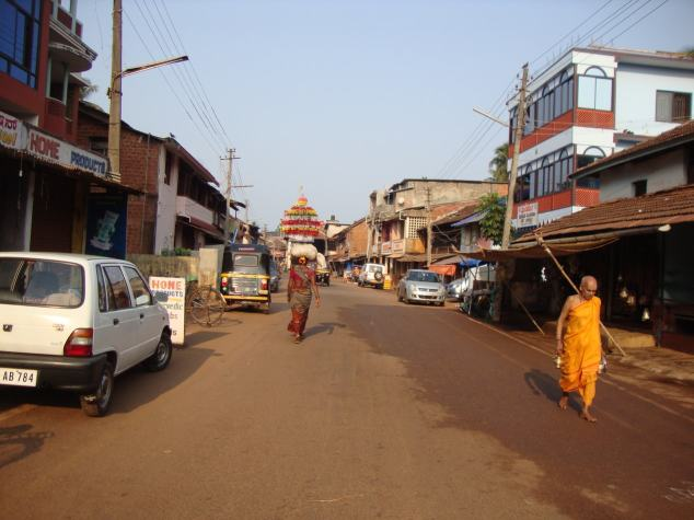 A near empty street in the small town of Gokarna