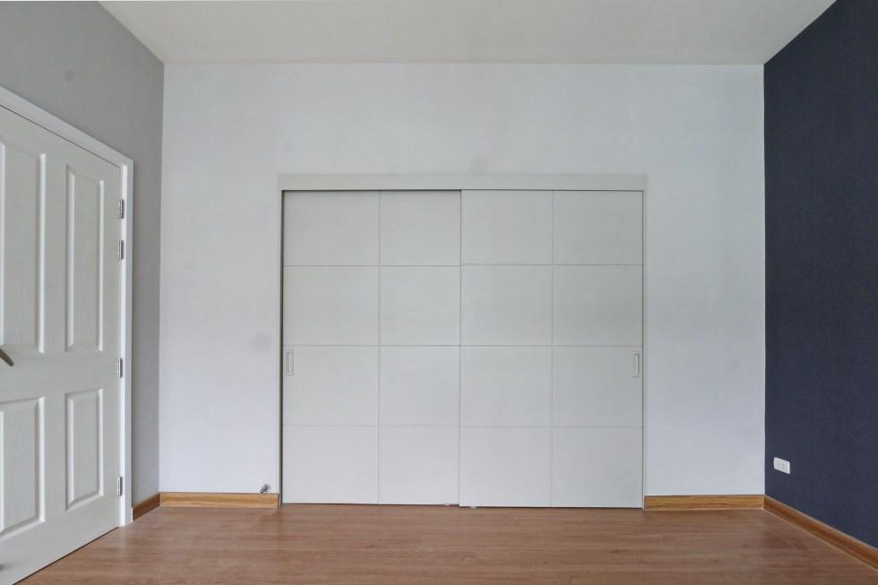 ประตูเลื่อน กั้น Walk in Closet