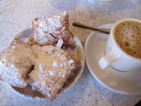 French Quarter, New Orleans, Louisiana: Cafe du Monde beignets