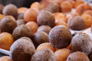 Moraenae Market, Namdong-gi, Incheon, Korea: sticky rice donuts