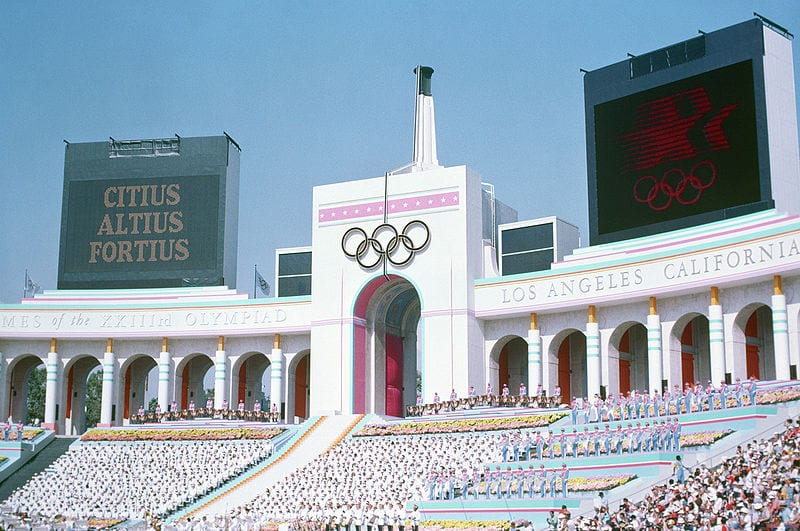800px-Olympic_Torch_Tower_of_the_Los_Angeles_Coliseum