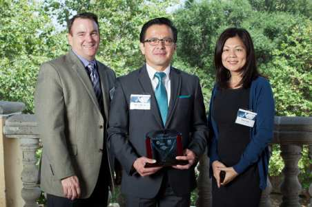 The City of Pasadena wins the 2013 Corporate Blue Diamond Award. From left to right: Mark Yamarone, Oskar Molina, Nina Chen.