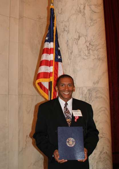Carlos Medina, Metro Bus operator, holding his award in the United States House of Representatives. Photo: Peru Village LA Facebook.