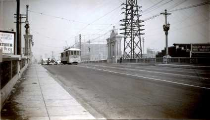 B Line on the Macy Street Bridge (now Cesar Chavez Avenue). Photo by Alan Weeks.