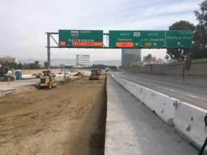 Stripping away the old pavement on the NB 405 near the 101. Photo by Dave Sotero/Metro.