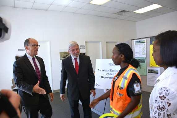 WSCC laborer worker LeDaya Epps welcome U.S. Labor Secretary Thomas Perez as Metro CEO Art Leahy witnesses. (Photo Luis Inzunza/Metro).