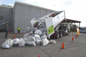 4,800 lbs. of recyclable waste representing carbon reduction of taking public transit. Photos by Luis Inzunza / Metro