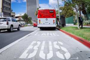 The new peak hour bus lane on Wilshire Boulevard. Photo: Metro.