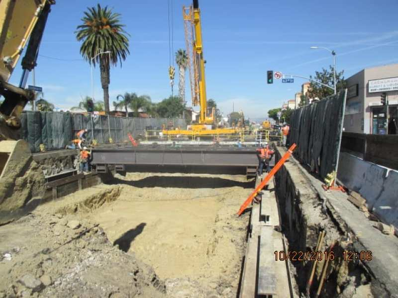 ug3-completed-placing-deck-beams-and-deck-panels-south-of-63rd-street