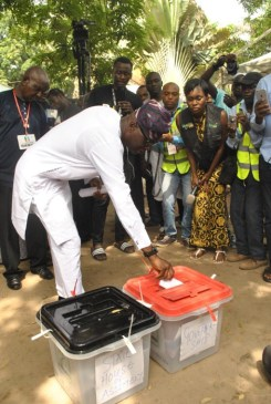 Babajide Sanwo-Olu casting his vote at Femi Okunnu polling unit,Ward 09