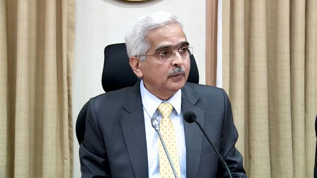 New Delhi: Reserve Bank of India (RBI) Governor Shaktikanta Das addresses a press conference post the monetary policy meet, in New Delhi on Feb 6, 2020. (Photo: IANS)