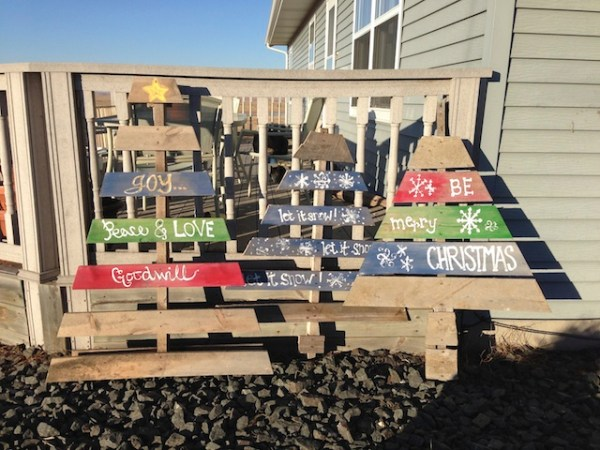 pallet christmas trees wood trees christmas decorations - Wood Pallet Christmas Tree