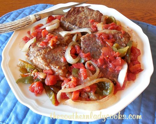Round Steak with Peppers and Onions TSLC (2)