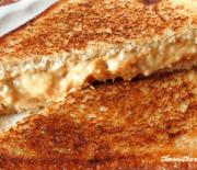 ELVIS PRESLEY'S FAVORITE SANDWICH