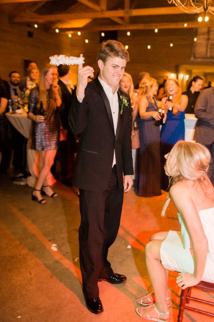garder toss at wedding