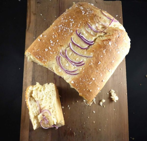 Mozzarella Spelt Bread with Red Onion