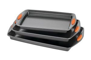 Rachael Ray Oven Lovin' Bakeware 3-Piece Nonstick Pan Set $15.57 (Regular $20.99)