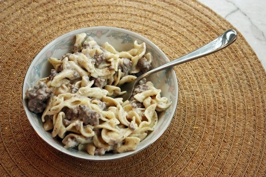 An easy to make 5 ingredient beef stroganoff recipe that keeps you from spending all day in the kitchen without sacrificing taste! | via The Spirited Violet