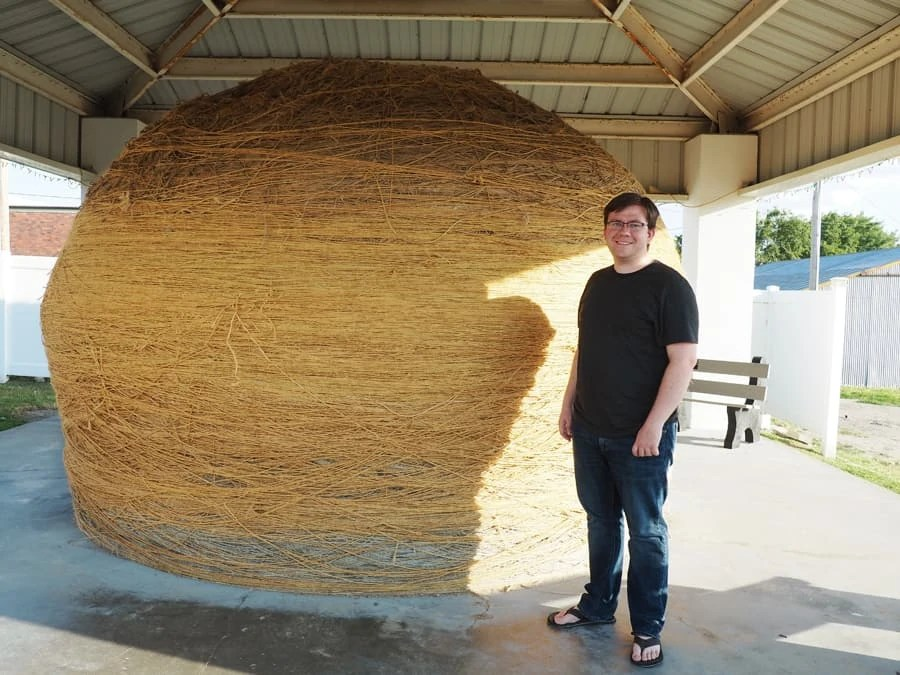 Cawker City, Kansas, has the world's largest ball of sisal twine. It is over 43 feet in circumfrance and over 20,000+ pounds! | via The Spirited Violet