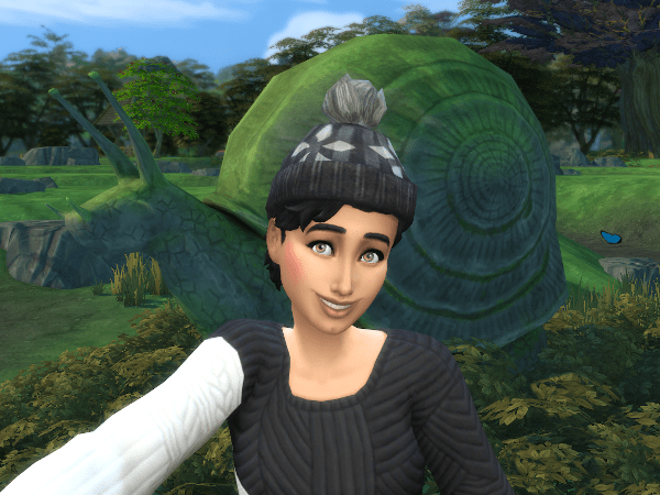 Sims 4 selfie with Sophie the snail sculpture